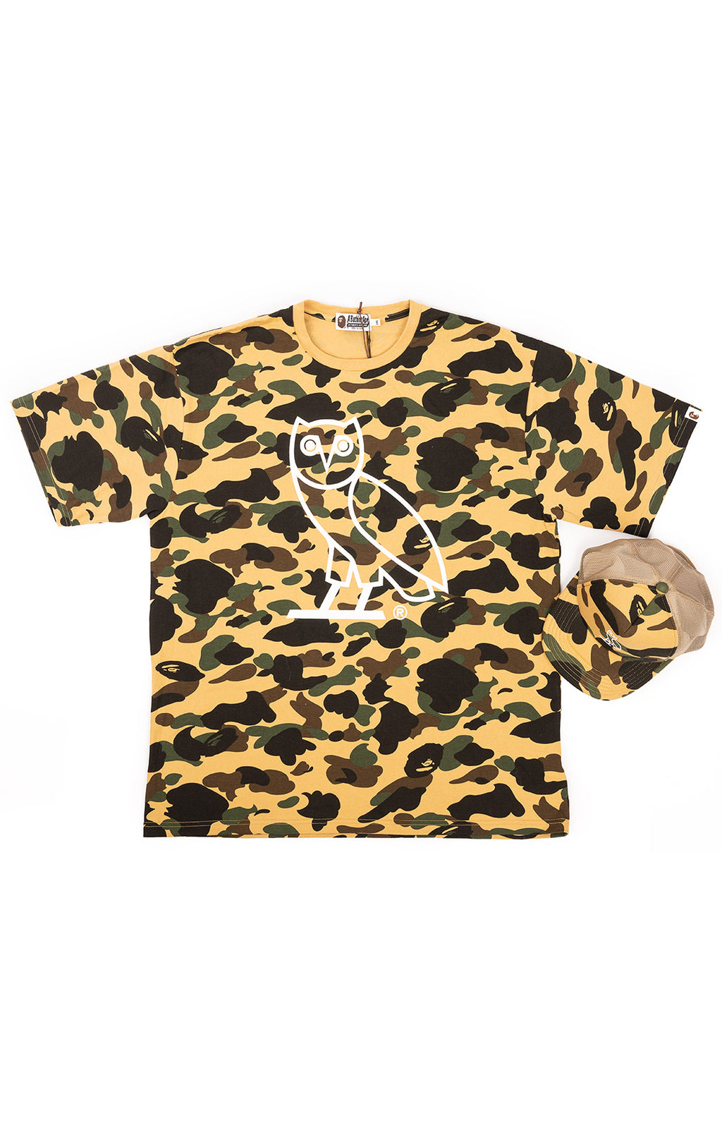 A BATHING APE with tags  T-shirt and matching baseball cap Size: 3 XL t-shirt / O/S cap