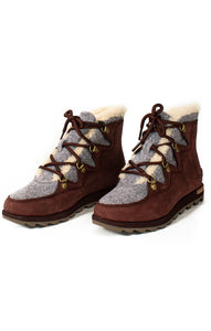 Front view of SOREL with tags Boots Size: 6