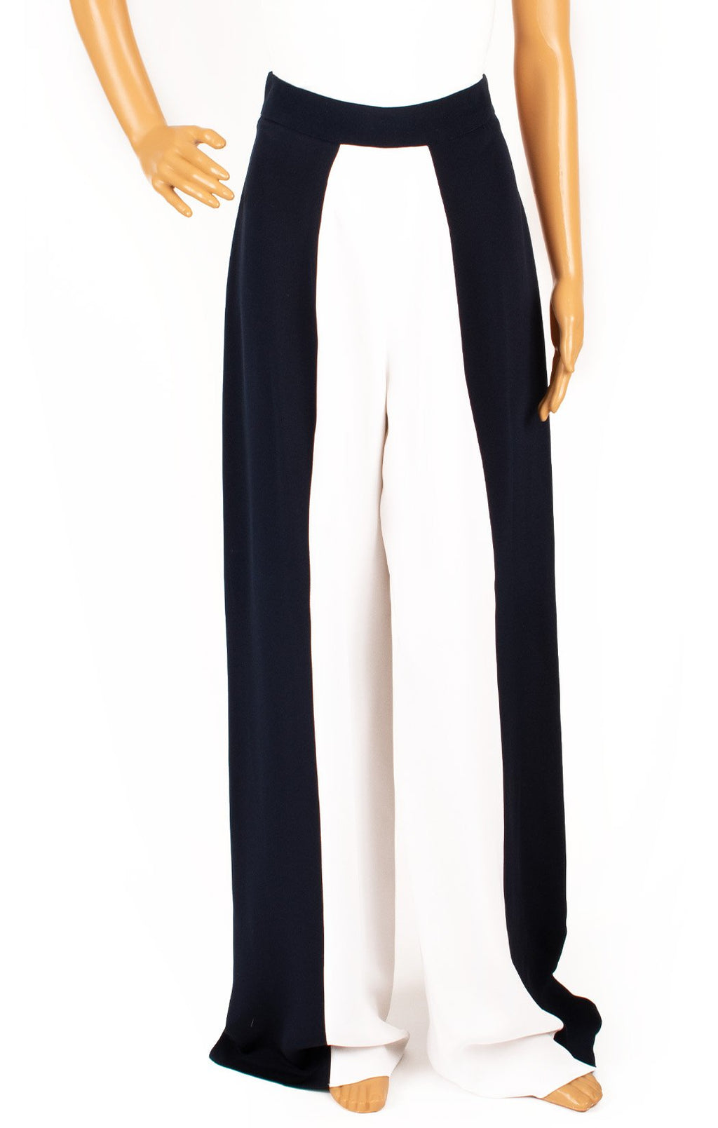 Closeup of CUSHNIE ET OCHS with tags Pant Size: 4
