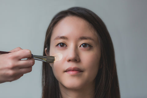 Applying liquid foundation- Nanacoco Professional Beauty News Blog