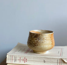 Load image into Gallery viewer, vintage speckled pottery bowl