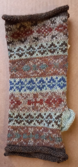 JURA SCOTS PINE MITTS by HEATHER KNITS