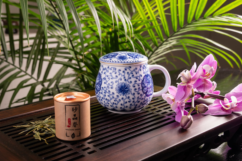 Harmonious Jingdezhen Pear Shape Mug With Infuser 青花苹果杯-一團和氣