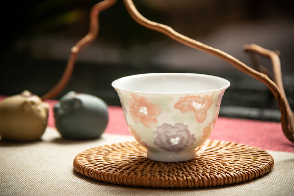 Essence of Thousand Flowers Linglong Jingdezhen Cup 景德镇玲珑万花杯