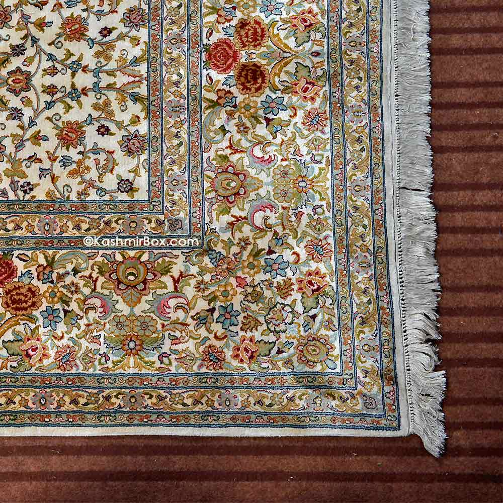 Creme Gulabdar Silk Carpet