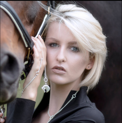 blonde model wearing solid silver farah horsehead neckchain