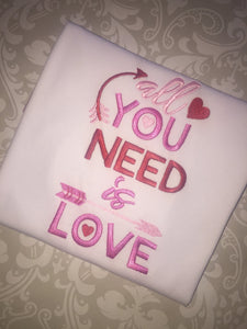 All you need is Love Valentine raglan
