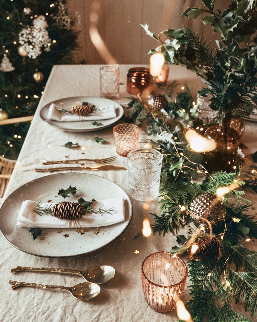 How to set the Christmas table