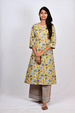 Load image into Gallery viewer, Shoulder Pintuck Kurti