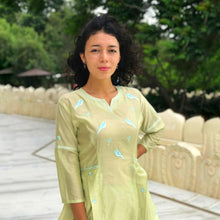Load image into Gallery viewer, Bird Embroidered Side Pleated Kurti Set