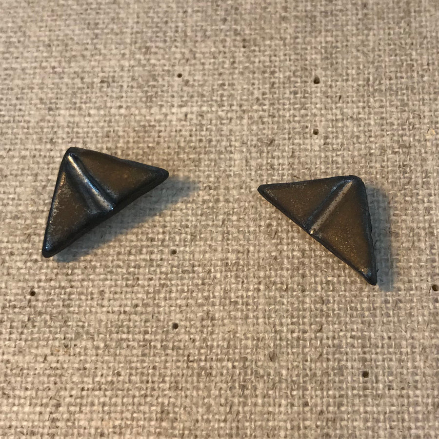 JKH Triangle Studs - black