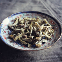 Load image into Gallery viewer, Dish of Yunnan Silver bud tea