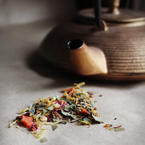Chakra herbal loose leaf tea with gold teapot