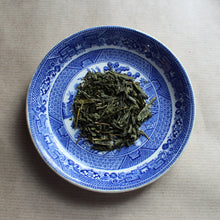 Load image into Gallery viewer, Organic china green tea on willow pattern plate