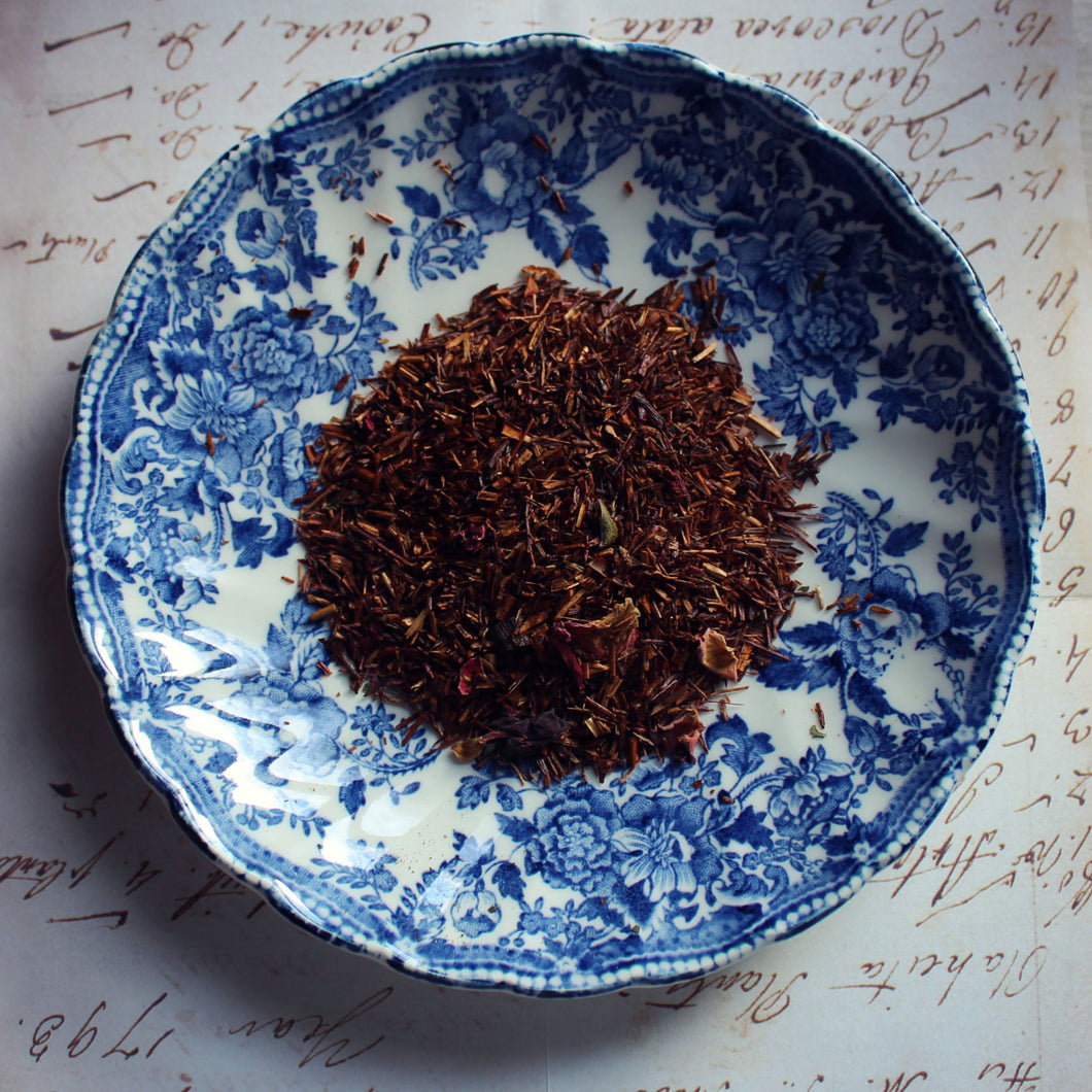 rooibos raspberry and vanilla on blue plate