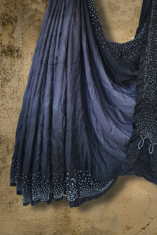 Grey bandhani silk saree with black border - EARTHICA