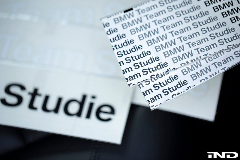 Studie BMW team sticker small - iND Distribution