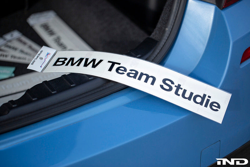 Studie BMW team sticker large - iND Distribution