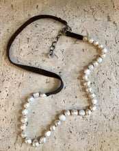 Load image into Gallery viewer, Leather & Pearl Necklace