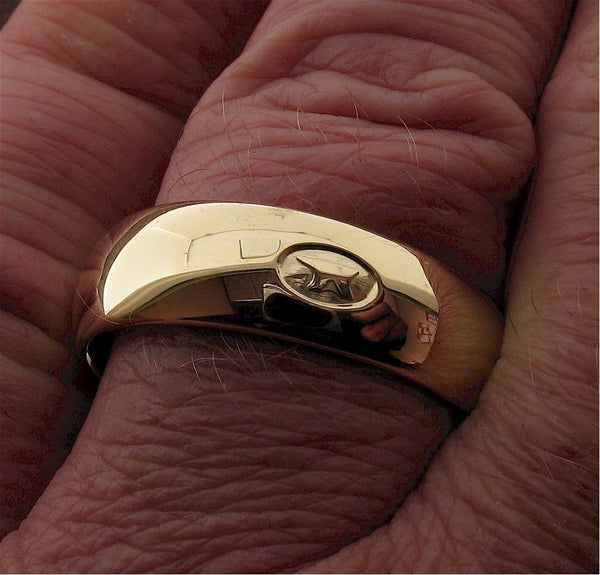 Yellow gold 7mm Gretna Green Anvil wedding ring hand