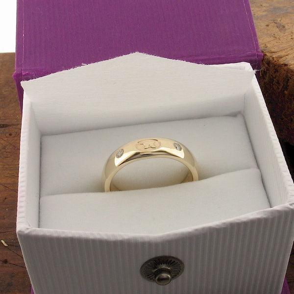 Gretna Anvil diamond 5mm wedding gold ring box