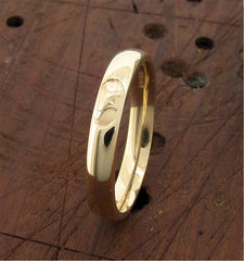 3mm yellow gold Anvil Wedding Ring top