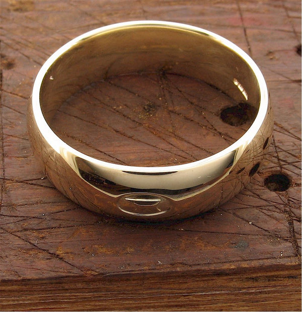 Yellow gold 7mm Gretna Green Anvil wedding ring top
