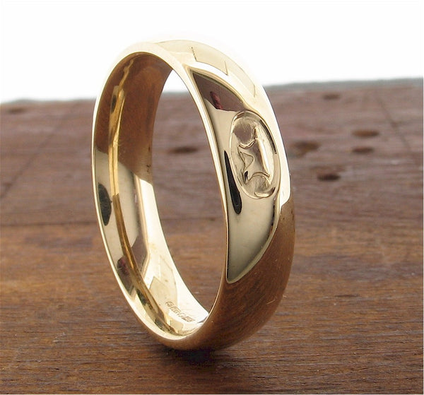 Anvil Wedding Ring 5mm in 9ct yellow gold