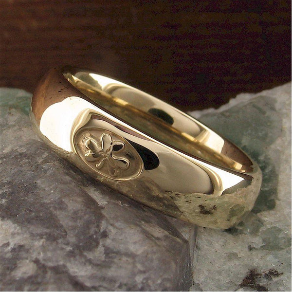 Irish Shamrock ring, 5mm wide court band handmade in yellow gold - Gretna Green Wedding Rings