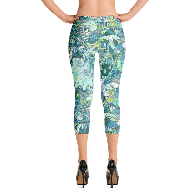 Tracery Green Capri Leggings
