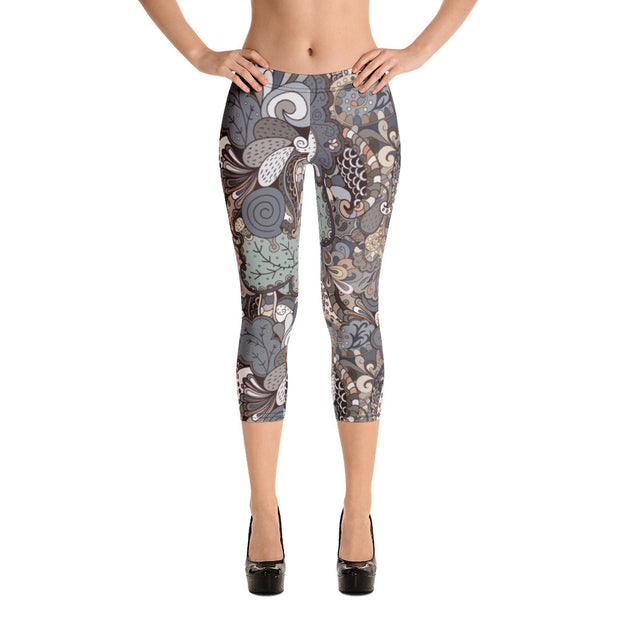Tracery Earth Capri Leggings