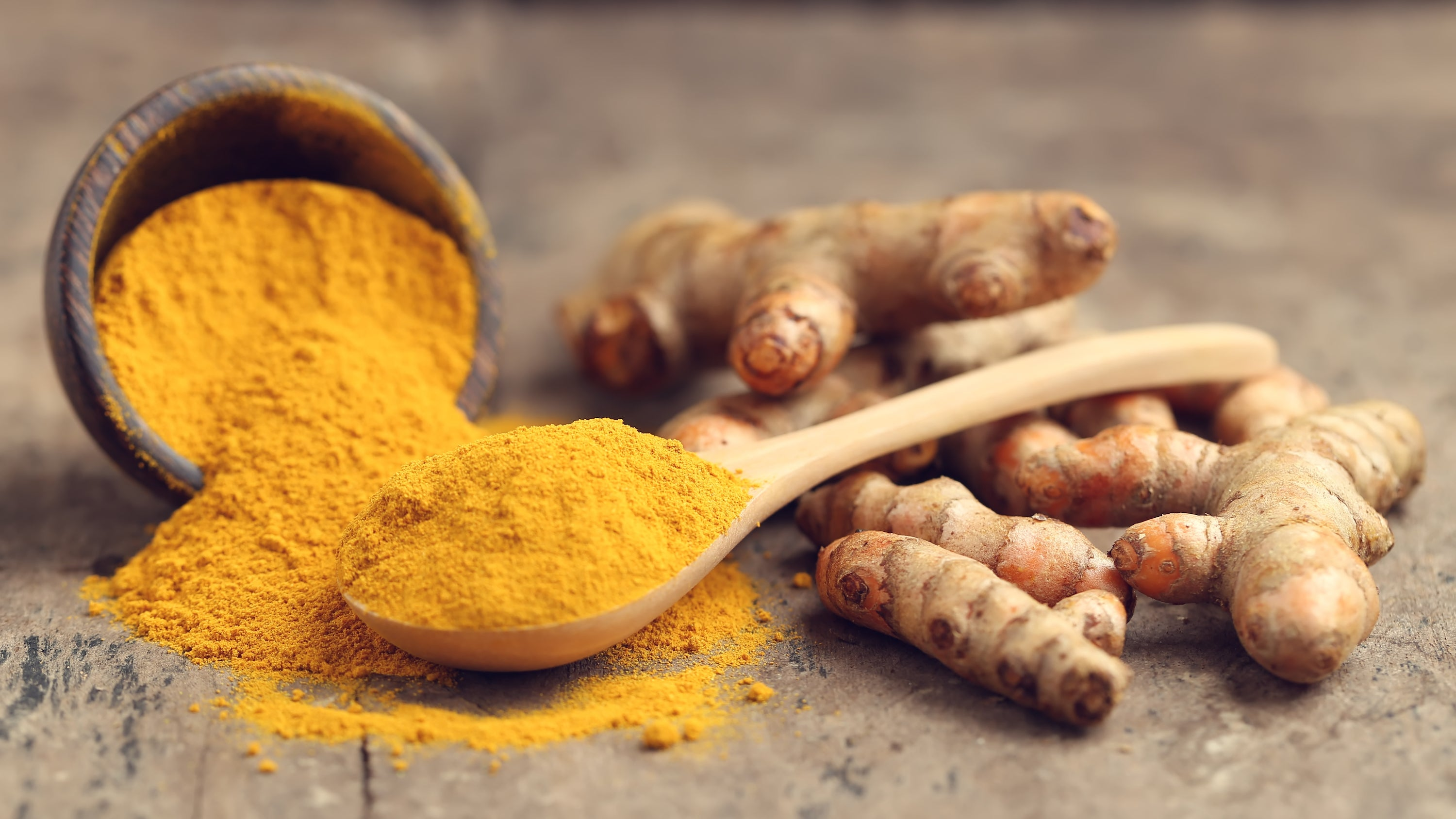 turmeric root and powder with spoon