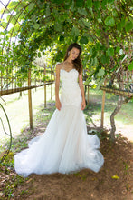 Load image into Gallery viewer, SUN IN THE SKY-Bridal Dress - Sample