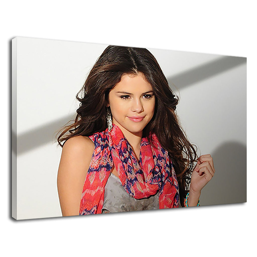 Selena Gomez Famous American Singer And Actress