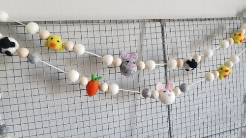 Easter animal garland. Bunny, carrot, lamb & chick. 5ft