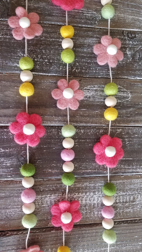 Coral and pink daisy Garland. Spring flower garland. Felt flowers. 5ft