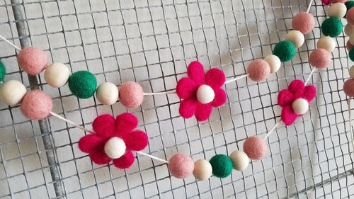 Flower garland. Felt daisy garland. 5ft
