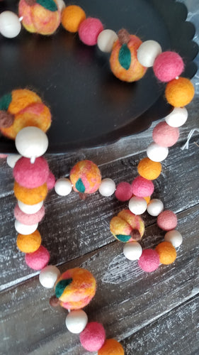 Felt peaches garland. Summer garland