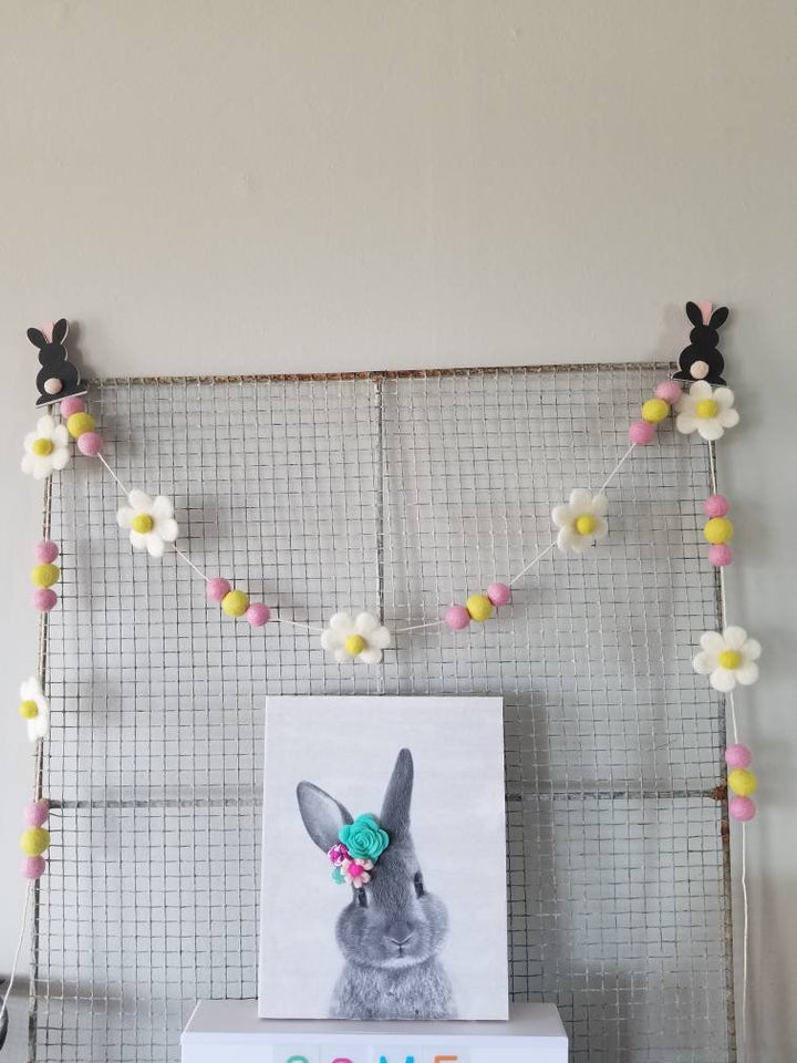 Flower garland. Daisy garland, Easter decor. 5ft