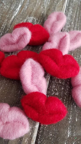 felted lips, red or pink