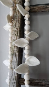 Leaf garland. Felt leaf Garland. Felt ball Garland. Felt leaf. White. Farmhouse. Wedding.