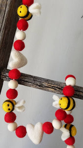 Heart Garland. Valentine Be Mine garland. Felt heart Garland. Valentine banner. Bee.