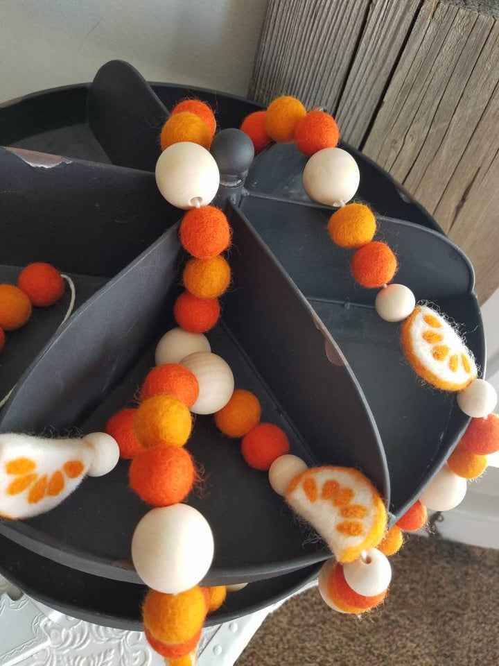 Orange garland. Oranges. Felt oranges. Felt ball garland. Photo props. 5ft