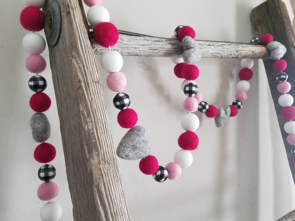 Valentines decor. Buffalo plaid and pink valentine. Valentine garland. Felt hearts. 5.5ft