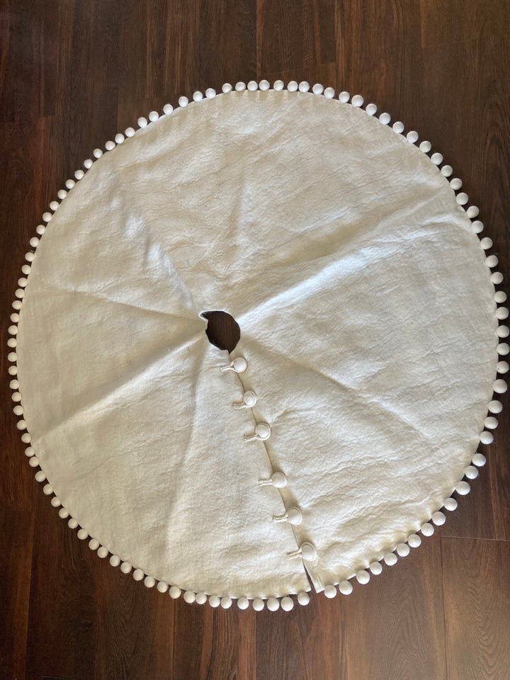 Pom Pom  tree skirt. Christmas tree skirt. Wool tree skirt