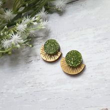 Load image into Gallery viewer, PRE-ORDER Gold and green sunburst stud earrings
