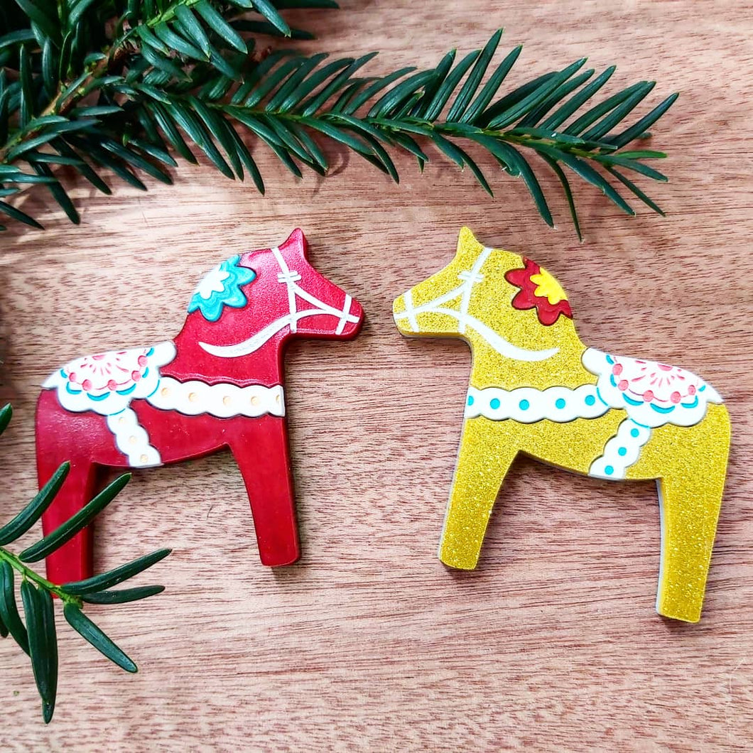 DALA HORSE acrylic Christmas brooch - red or gold