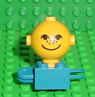 LEGO Homemaker Figure Torso Assembly and Yellow Head with Eyes, Freckles and Smile Pattern [Blue] [685px3c01]