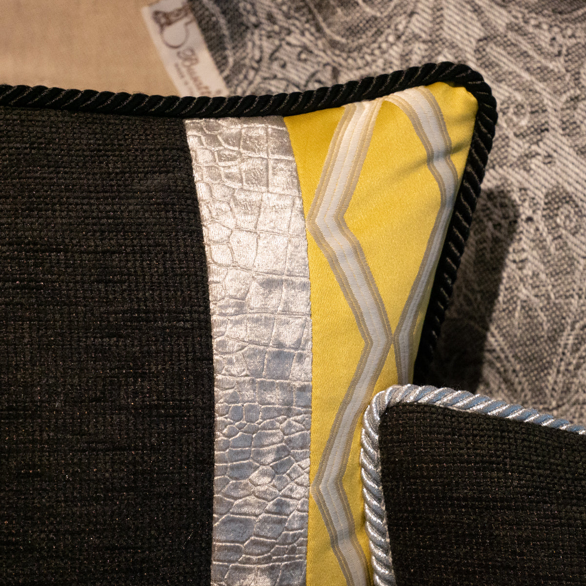 42cm角 コラージュクッション Black&Yellow&Silver Geometry with Black Rope