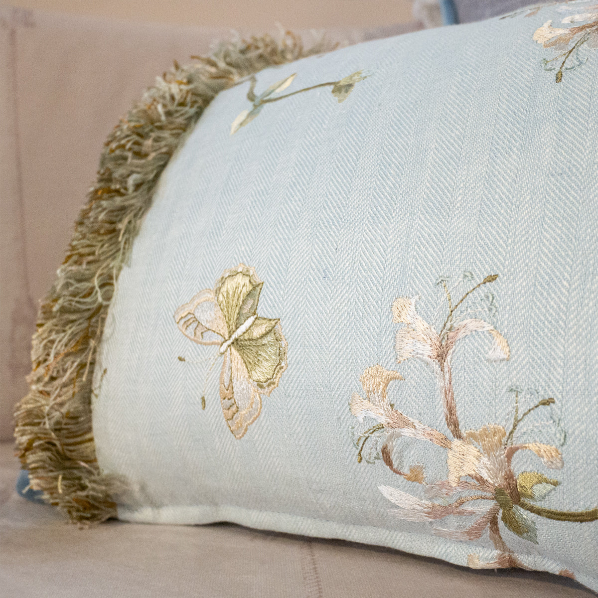 47x32cm角 コラージュクッション Colefax&Fowler Blue Honeysuckle with Fringe